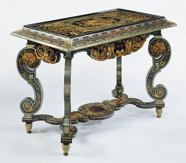 https://www.clockguy.com/SiteRelated/SiteGraphics/RefGraphics/Boulle/BoulleOrnateTable.jpg